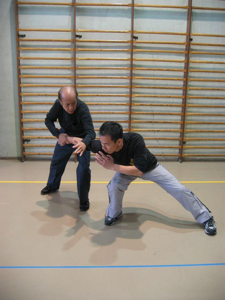 06 Sifu Lo Man Kam explain a technic with his son Gorden Lu